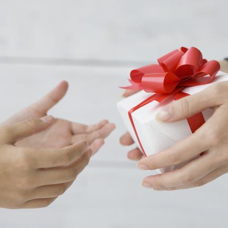 就職の報告と共に家族へギフトを贈呈