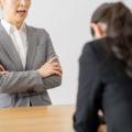 上司が怖いと感じるのはなぜ?萎縮する原因の分析が重要!対処法も解説
