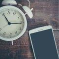 企業へ電話をかける時間帯は決まっている?知っておきたいマナーと注意点