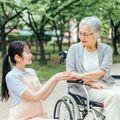 ニートから介護職に挑戦できる?就職方法と業務内容