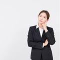 内向的とはどんな意味?特徴や向いている仕事もご紹介!