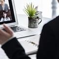 Web面接でカンペを見るのは良い?メリット・デメリットや使い方を解説